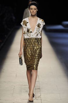Dries Van Noten Spring 2009 Ready-to-Wear Collection Slideshow on Style.com
