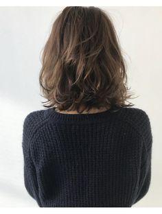 Hair Styles for Women That Enhance Their Beauty – HerHairdos Haircuts For Medium Hair, Medium Hair Cuts, Medium Hair Styles, Curly Hair Styles, Short Curly Hair, Short Hair Cuts, Brown Blonde Hair, Aesthetic Hair, Shoulder Length Hair