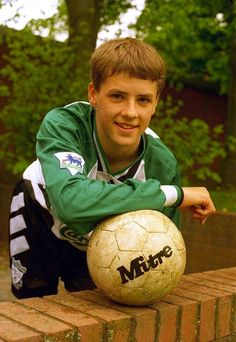 Liverpool striker Michael Owen in his football kit as a fourteenyearold school boy Young Football Players, Football Awards, Football Kits, Football Stickers, Football Jerseys, Manchester United Football, Liverpool Football Club, Beatles, Liverpool Fc Wallpaper