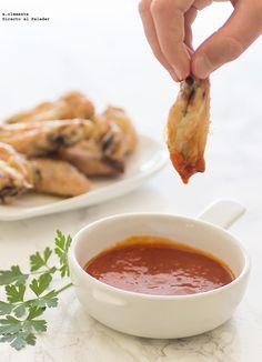 Alitas de pollo con salsa barbacoa.