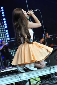 Even on her knees, she is elegant with thriving passion<3