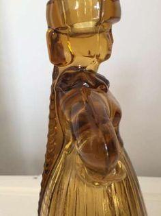 Projekt Eryki Trzewik-Drost, wykonanie HSG Ząbkowice. Figuralny świecznik z prasowanego szkła barwionego w masie. Wysokość 21 cm. Glass Candlesticks, Porcelain Ceramics, Vintage Designs, Polish, Victorian, Fashion, Moda, Vitreous Enamel, Fashion Styles