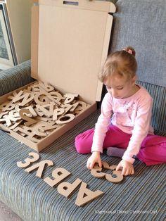 Letras y números hechos con cartón para aprender jugando. Ideas para niños con materiales reciclados