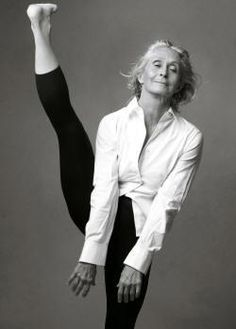 "Twyla tharp at 70 --photo by annie leibovitz Great choreographer and dancer! She did the choreography for the movie ""Hair"" Annie Leibovitz, Tanz Poster, Ageless Beauty, Aging Gracefully, Just Dance, Yoga Inspiration, Creative Inspiration, Old Women, Yoga Poses"