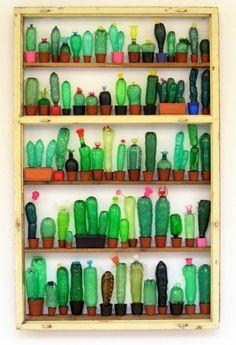 grønne planter og kaktus lavet af genbrug flasker og plastflasker