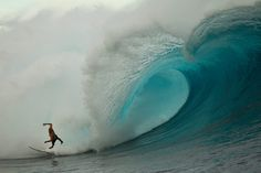 Revisiting massive Cloudbreak with staff photographer Todd Glaser. #SURFER #SURFERPhotos
