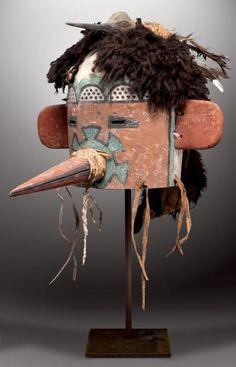 TO'TSA - Masque Heaume Colibri: TOCHA, Hummingbird Kachina (Colton 76). HOPI, Arizona. Ca. 1890-1900 L'Oiseau-Mouche. L'Oiseau-Colibri. -