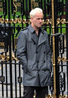 Jonny Lee Miller on the set Trainspotting 2 Brown Trench Coat, Grey Pea Coat, Trainspotting 2, The Last Witch Hunter, Johnny Lee, Jonny Lee Miller, Long Leather Coat, Detroit Become Human, Dressed To Kill