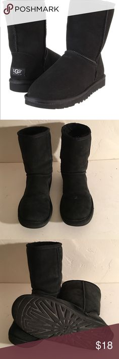 UGG SHORT CLASSIC 5825 FUR LINED BOOTS 7 PREOWNED WORN GOOD CONDITION UGG SHORT CLASSIC 5825 UGG Shoes Winter & Rain Boots