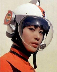 girl in astronaut helmet - photo #16