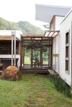 theres a real sense of a connection to the elements in this hawaii home - Real Home Design