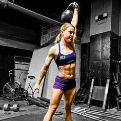 Want to strengthen your core and burn belly fat like never before? Try these powerful kettlebell ab workout plans and effective exercises. Fitness Workouts, Kettlebell Core Workout, Abs Workout Video, Kettlebell Training, Ab Workouts, Core Exercises, Squat Exercise, Kettlebell Benefits, Tummy Exercises
