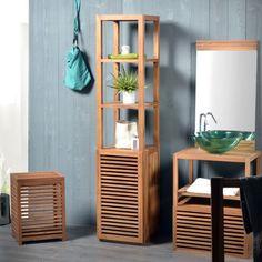 une colonne en bois de design élégant dans la salle de bains moderne