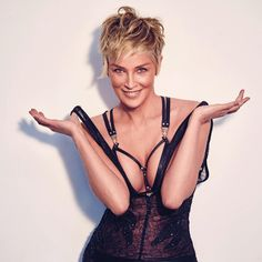 54 Hot Pictures Of Sharon Stone Will Bring Out The Basic Instinct Inside You Sharon Stone Hairstyles, Cover Shoot, Sharon Stone Photos, Lingerie Look, Beauté Blonde, Beautiful Old Woman, Corte Y Color, Hollywood Actresses, Beautiful Actresses