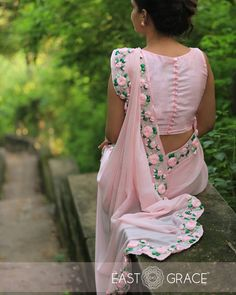 PRODUCT DESCRIPTION: Featuring a balmy baby pink pure chiffon saree with beautifully embroidered satin pink rose vines along the edges. Blouse Back Neck Designs, Sari Blouse Designs, Saree Blouse Patterns, Fancy Blouse Designs, Designer Blouse Patterns, Chiffon Saree, Saree Dress, Silk Chiffon, Sleevless Saree Blouse