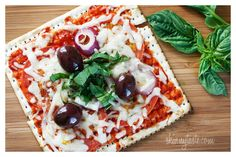 If your kids are pizza-holics, you're going to want to try these easy pizza recipes perfect for back-to-school lunch packing.