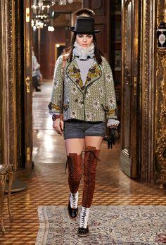Prêt-à-porter - Métiers d'Art Paris-Salzburg 2014/15 - Chanel Embroidery placement: lapels+sleeves