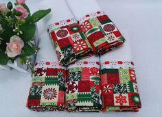 Kit 5 panos de prato de Natal    Com barrado de tecido estampado, decorado com passa-fitas e fita de cetim.    Sacaria 100% algodão de ótima qualidade e absorção.  Medida; 41 x 66 cm