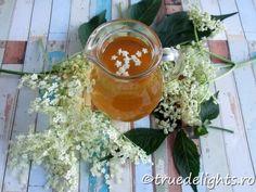 sirop din flori de soc Elderflower, Syrup, Alcoholic Drinks, Dessert, Rose, Pink, Deserts, Liquor Drinks, Postres
