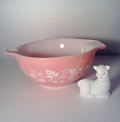 Pyrex Pink 'Gooseberry' Bowl 1 1/2 Qt by WeeLambieVintage on Etsy, $15.95