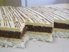 Kokosovo karamelové rezy. - recept Dessert Recipes, Desserts, Vanilla Cake, Nutella, Tiramisu, Food And Drink, Gluten, Bread, Cooking