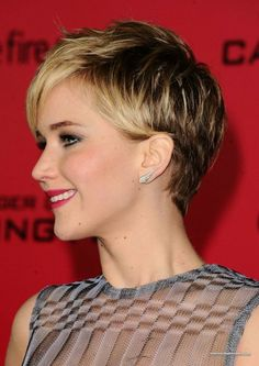 Bilderesultat for short hairstyles for over 50 with thick hair