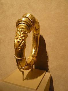 Celtic Neck Ring Gold Made 500-300 BCE