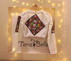 Dm us for more queries! . P.C - @aawaari . . . . . #star #navratri2017 #navratri #smile #fashionart #music #love #like #surat #look #doubletap #navratrioutfit #shopping #navratrispecial #jewellery #handcrafted #colorful #festivalsofindia #multicolor #graceful #navratriscenes #festivecollection #worldwideshipping #madeinindia #makeinindia #indiantraditionaljewellery #terrabellajewellery #bangles #earrings