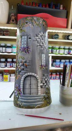 61037855 Lo prometido es deuda y aquí os traigo mi primer tutorial de como hacer una teja. Esta teja es un diseño que saqué de Myrarte, página sob… Tile Crafts, Cork Crafts, Easy Diy Crafts, Clay Houses, Ceramic Houses, Clay Roof Tiles, Pottery Houses, Kids Room Murals, Doll House Crafts