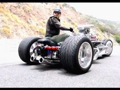 Craziest Trike You'll Ever See - Street Legal! This thing is AWESOME. I giggled like a little boy...