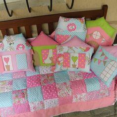 Лоскутное покрывало и бортики в кроватку Quilt Baby, Baby Girl Bedding, Baby Bedding Sets, Baby Pillows, Kids Pillows, Crib Bedding, Baby Kit, Fabric Toys, Baby Crafts