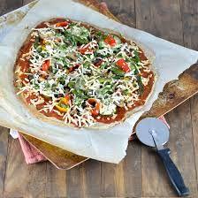 Pizza tijesto s chia sjemenkama i heljdom    Odličan su izvor antioksidansa, pa uklanjanjem slobodnih radikala štite organizam od bolesti srca i krvnih žila, imaju idličan izvor vlakana, balastnih tvari koje pospješuju probavu.    Odli