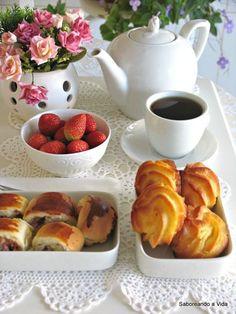By Éphémeride seasonal calender Coffee Club, Coffee Love, Coffee Break, Coffee Dessert, Coffee Drinks, Brunch, Good Morning Coffee, Breakfast Tea, High Tea