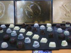 Il cioccolato, cibo degli dei, qui in tante forme e sfumature di gusto.