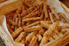 Sajtos kifli | Tavola in Piazza Carrots, Vegetables, Food, Essen, Carrot, Vegetable Recipes, Meals, Yemek, Veggies