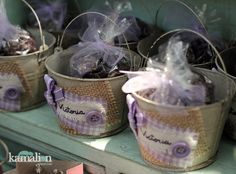 www.kamalion.com.mx - Mesa de Dulces / Candy Bar / Postres / Vintage / Rustic / Baby Shower / Morado & Rosa / Pink & Purple. Wedding Candy Table, Candy Bar Party, Dessert Buffet, Dessert Bars, Ideas Bautizo, Candy Car, Girls Party Decorations, Purple Party, Rustic Baby