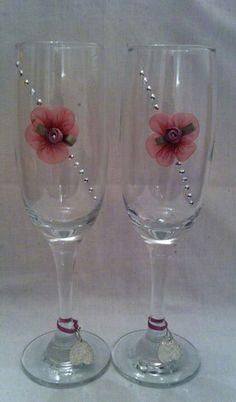 Jems Glasses Bridal Wine Glasses, Birthday Wine Glasses, Diy Wine Glasses, Decorated Wine Glasses, Wedding Glasses, Painted Wine Glasses, Champagne Glasses, Wine Glass Crafts, Bottle Crafts