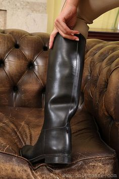 Mens High Boots, Mens Riding Boots, Man Boots, Sexy Boots, Cool Boots, Casual Boots, Men's Equestrian, Equestrian Outfits, Equestrian Fashion