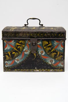 Rare Berlinware Early American Paint Decorated Document Box »  Circa 1810: Paint decorated tinware box with rare blue ground from Berlin Conneticut, attributed to the group IV makers in Berlin, CT.