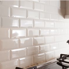 How to Choose the Right Subway Tile Backsplash : Ideas and More! bevelled subway tile backsplash in a kitchen in a cream or off white colour White Subway Tile Backsplash, Subway Tile Kitchen, Kitchen Backsplash, Kitchen Countertops, Backsplash Ideas, Tile Ideas, Penny Backsplash, Beadboard Backsplash, Stone Backsplash