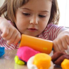Earth Day Activities: Fun, easy and non-toxic art supplies you won't flinch at when you see your child tasting them  #ecofriendlycrafts #ecofriendly #earthdaycrafts #greencrafts