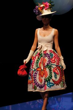 Do you imagine getting married in a dress inspired by Peruvian traditions? Here a top 3 of the dresses of the most experienced Peruvian fashion designers. Mexican Fashion, Mexican Style, Pretty Outfits, Cool Outfits, Fashion Outfits, Gala Dresses, Casual Dresses, Couture Fashion, Fashion Beauty