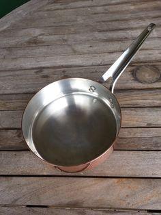 Sauterpande i kobber (Georg Jensen) med sølv indvendig. Diameter ca. 20 cm. og højde ca 5,5 cm. pris: 650 kr.