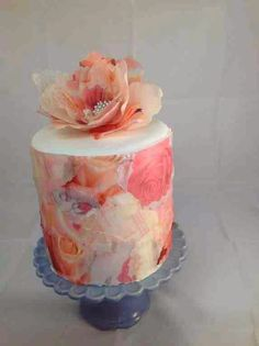 Wafer paper is, simply put, delicate sheets of edible paper, typically… Pretty Cakes, Beautiful Cakes, Amazing Cakes, Fancy Cakes, Mini Cakes, Cupcake Cakes, Wafer Paper Flowers, Wafer Paper Cake, Sugar Flowers