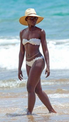28a73353121 Lupita Nyong o - Photos - Sexiest celebrity beach bodies of 2014