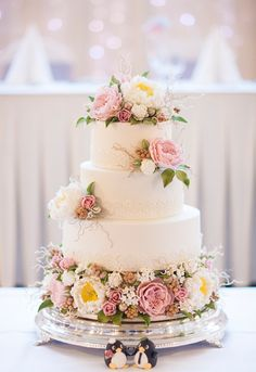 Floral Wedding Cakes placement of animals cake topper in front of cake Vintage Wedding Cakes Beautiful Wedding Cakes, Gorgeous Cakes, Pretty Cakes, Perfect Wedding, Amazing Cakes, Cake Blog, Cake Trends, Wedding Cake Inspiration, Wedding Cake Designs