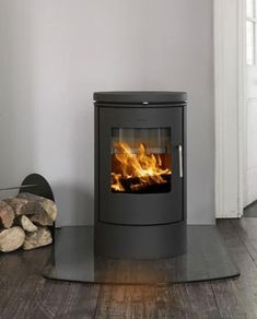 Morso 6140 Wood Burning Stove - I like the Morso stoves Wood Burner Stove, Wood Burner Fireplace, Art Deco Fireplace, Pellet Stove, Log Burner, Brick Fireplace, Fireplace Design, Gas Stove, Fireplace Ideas