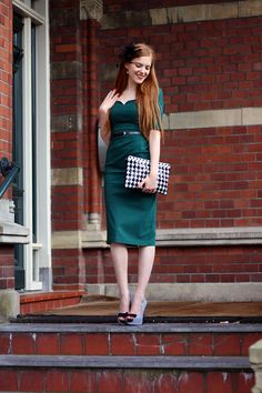 Outfit | Houndstooth Times Two @ MBFWA #fashionblogger #dutchblogger #vintage #retro #50s #pinup #houndstooth #pieddepoule #pencildress #mididress #greendress #emerald #hairaccessory #clutch | More on www.redsonjafashion.com