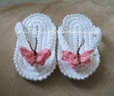 Scarpette neonato uncinetto - infradito farfalla rosa - Crocheted newborn booties - flip flop, by La bacchetta magica, 14,00 € su misshobby.com