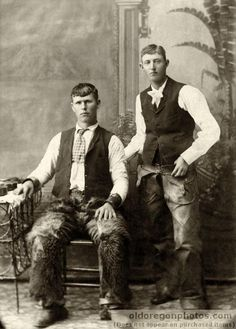 Cowboys w chaps 1895 Oregon